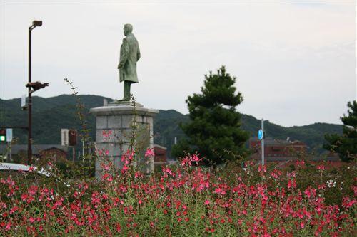 岩田康郎像&花_R.jpg