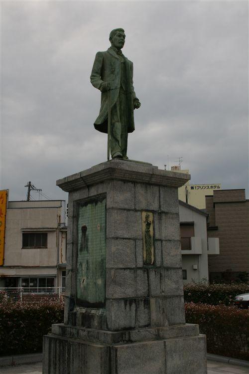 岩田氏銅像 008_R.jpg