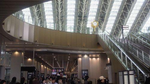20110417大阪駅大屋根_R.jpg