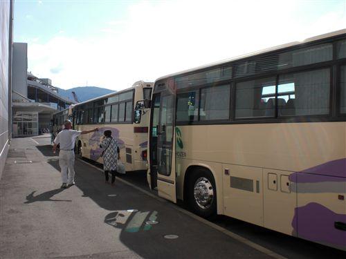 バス3台_R.jpg
