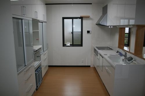 キッチン全景_R.JPG
