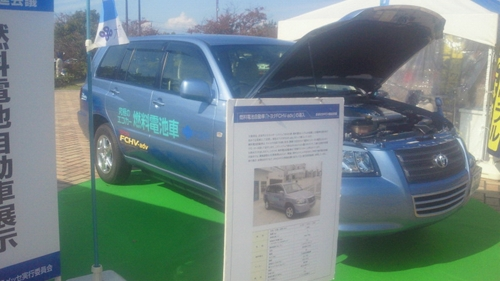 20121026燃料電池車_R.jpg