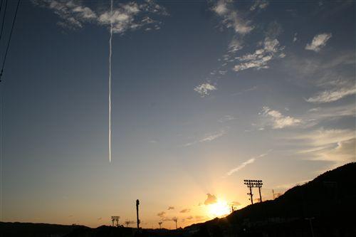 ジェット機雲と朝日 001_R.jpg