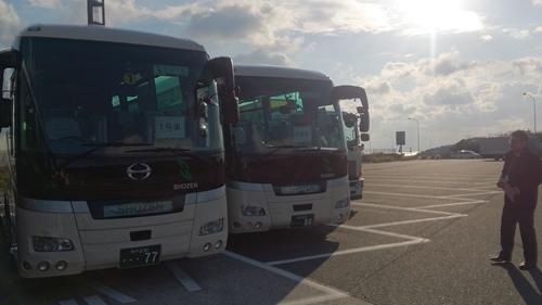 大型バス3台_R.jpg