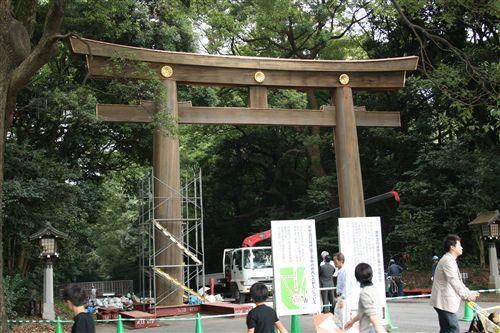 2008全日本神宮南鳥居修復中_R.jpg