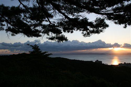 三熊城から朝日&雲_R.jpg